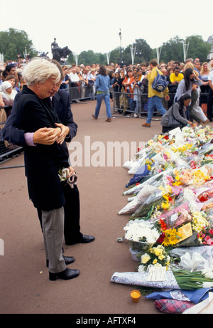 Floral tributes Memorial to Diana [Princess of Wales] September 1997   Buckingham Palace London  UK PHOTO HOMER - Stock Photo