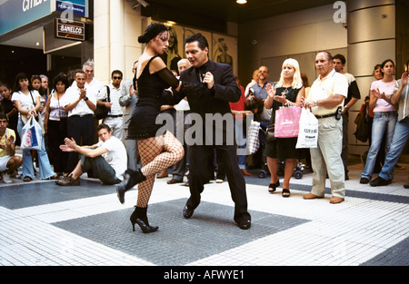 Couple dancing Tango in the down town business and shopping   area Buenos Aires Argentina. HOMER SYKES - Stock Photo