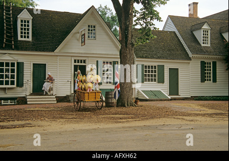 COLONIAL WILLIAMSBURG VIRGINIA USA August Mary Dickinson's Store with a costumed female interpreter sitting reading - Stock Photo