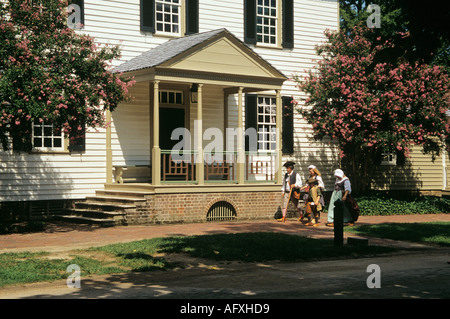 COLONIAL WILLIAMSBURG VIRGINIA USA August James Anderson House with a costumed man and two women interpreters walking - Stock Photo