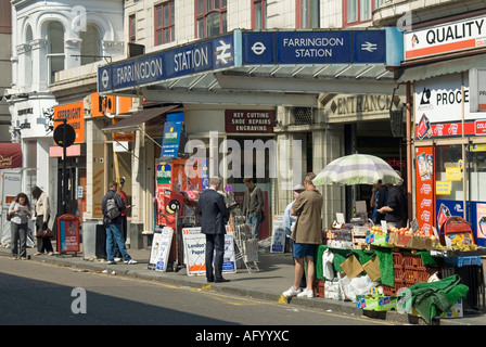 Congested pavement trading around the entrance to Farringdon tube station in Cowcross Street - Stock Photo