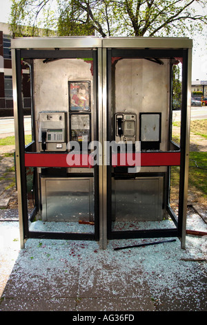 urban decay uk Vandalised BT telephone box with glass smashed in Newport South Wales UK - Stock Photo