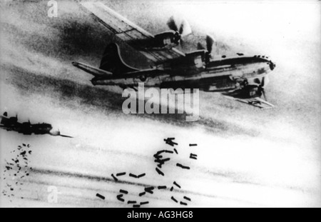events, Second World War, WW II, aerial warfare, aircraft, US bomber Boeing B-29 'Superfortress' dropping bombs, - Stock Photo