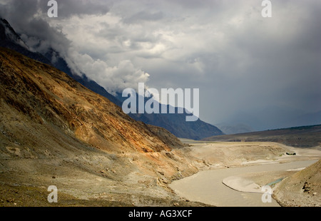 Mountain scenery along the KKH south of Giligit in northern Pakistan - Stock Photo