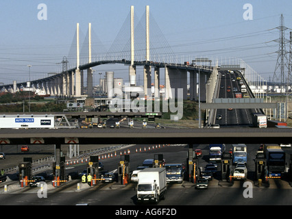 QUEEN ELIZABETH 2 BRIDGE CROSSING THE RIVER THAMES BETWEEN THURROCK IN ESSEX AND DARTFORD IN KENT - Stock Photo