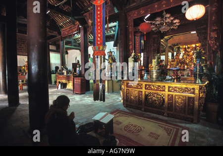 Vietnam Hanoi Woman worshipping in Tay Ho Pagoda - Stock Photo