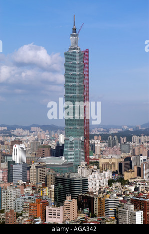 Taipei 101 tower under construction in Taiwan - Stock Photo