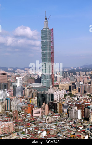 Taipei 101 tower under construction in Taiwan is the worlds tallest building 2005 - Stock Photo