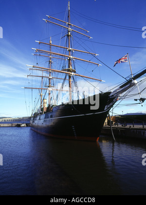dh RRS Discovery DUNDEE ANGUS Captain Scotts Antarctica sailing ship at quayside Discovery Point scotland - Stock Photo