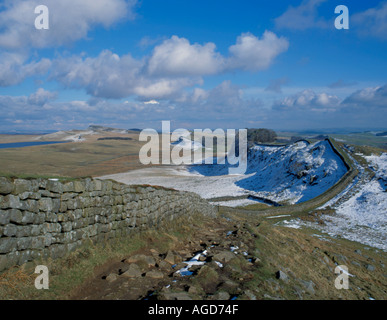 Spring view east to Cuddy's Crag, Hadrian's Wall near Housesteads, Northumberland National Park, England, UK. - Stock Photo