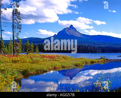 In the Cascade mountains of Oregon at high elevation is Big Lake and Mount Washington near Santiam Pass - Stock Photo