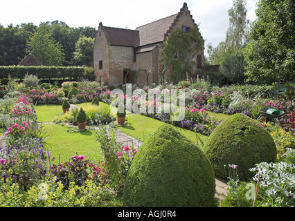Garden House and sunken garden at Chenies Manor in the Chiltern Hills - Stock Photo