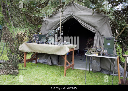 ... British Army Royal Corps Of Signals radio tent - Stock Photo & Military camouflage net tent Stock Photo: 10228929 - Alamy