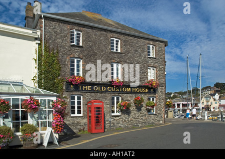 the old custom house in padstow,cornwall,england,now used as a public house - Stock Photo