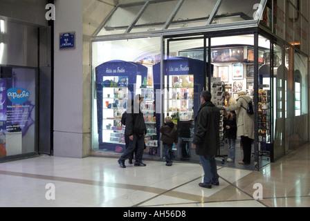 Paris france women shopping at les halles le f - Les halles boutiques ...