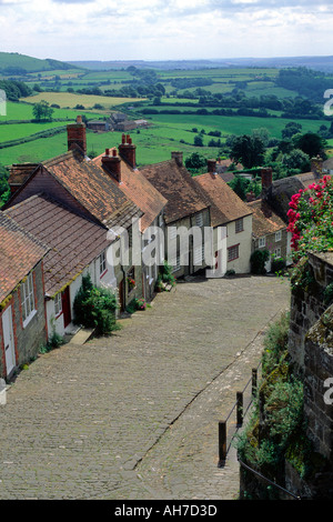 Historic hillside cottages on cobbled street Gold Hill, Shaftesbury, Dorset, England, UK - Stock Photo