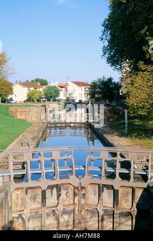 Locks Canal Lateral a la Garonne Moissac Tarn et Garonne Midi Pyrenees France Europe - Stock Photo