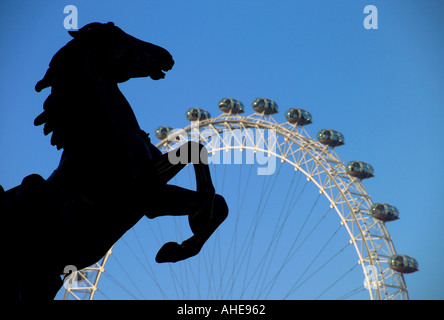 UK London Queen Boudicca (Boadicea) statue  & London Eye - Stock Photo