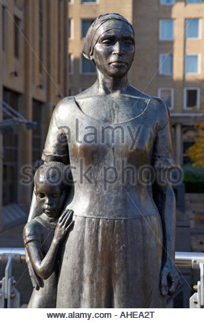 African Woman and Child statue, honouring all those killed or imprisoned for their stand against apartheid, Edinburgh - Stock Photo