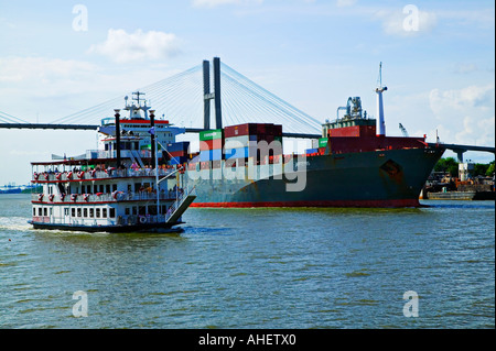 Georgia Queen paddle boat and cargo ship - Stock Photo