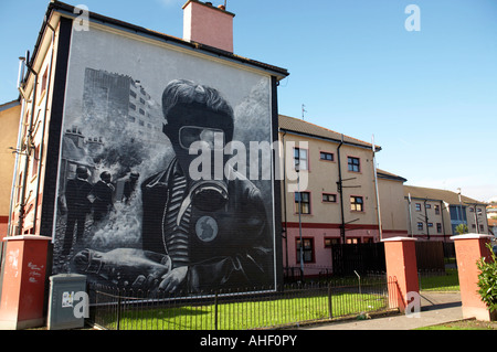 The petrol bomber at the Battle of the Bogside , part of the peoples gallery murals in Rossville Street of the bogside - Stock Photo