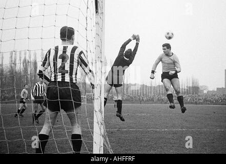 football, Regionalliga West, 1965/1966, VfB Bottrop gegen Sportfreunde Hamborn 07 5:1, Jahnstadion in Bottrop, scene - Stock Photo