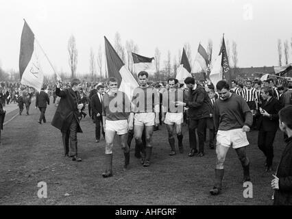 football, Regionalliga West, 1965/1966, VfB Bottrop versus Rot-Weiss Essen 0:2, Jahn Stadium in Bottrop, Essen players - Stock Photo