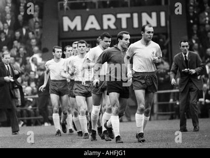 football, Bundesliga, 1966/1967, FC Schalke 04 versus Eintracht Brunswick 0:0, team of Brunswick comes in the Glueckaufkampfbahn - Stock Photo