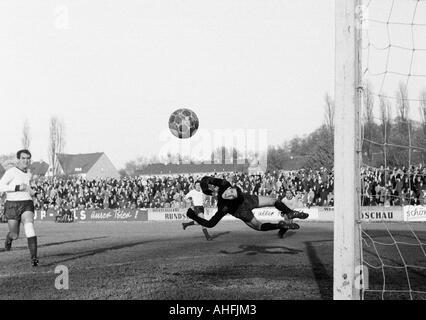 football, Regionalliga West, 1966/1967, Eintracht Gelsenkirchen versus Sportfreunde Hamborn 07 1:2, Sued Stadium - Stock Photo