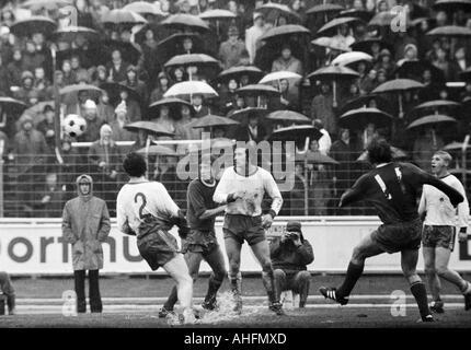 football, Bundesliga, 1971/1972, Niederrhein Stadium in Oberhausen, Rot-Weiss Oberhausen versus FC Schalke 04 2:3, - Stock Photo