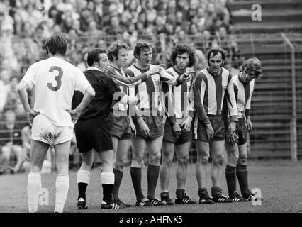 football, Bundesliga, 1971/1972, Stadium Radrennbahn near the Muengersdorfer Stadium in Cologne, 1. FC Cologne versus - Stock Photo