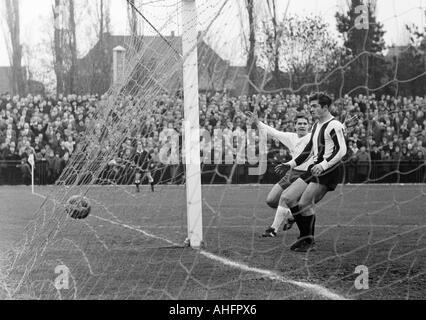 football, Regionalliga West, 1967/1968, Jahn Stadium in Bottrop, VfB Bottrop versus Rot-Weiss Oberhausen 0:2, scene - Stock Photo