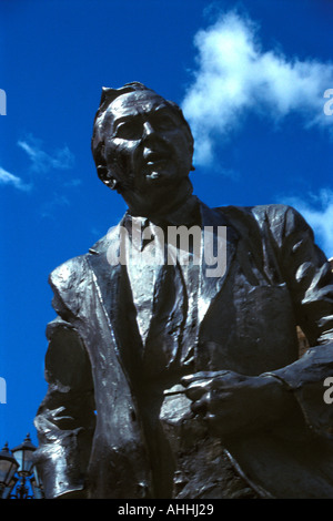 Detail of Huddersfield born former PM Harold Wilson statue, outside Railway Station, St Georges Square, Huddersfield, - Stock Photo