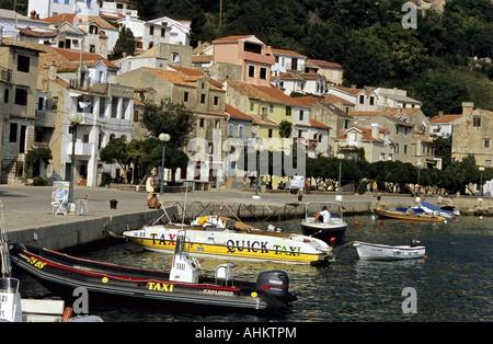 HRV Kroatien Krk Altstadt und Hafenpromenade von Baska Insel KrK Croatia Old Town and Harbor Promenade of Baska - Stock Photo