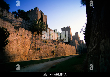 greece dodecanese rhodes the castle ramparts and walk around the moat - Stock Photo