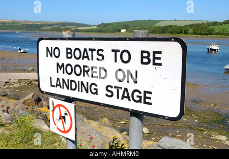 NO BOATS TO BE MOORED ON LANDING STAGE sign on the River Teifi estuary at St Dogmaels Pembrokeshire West Wales UK - Stock Photo