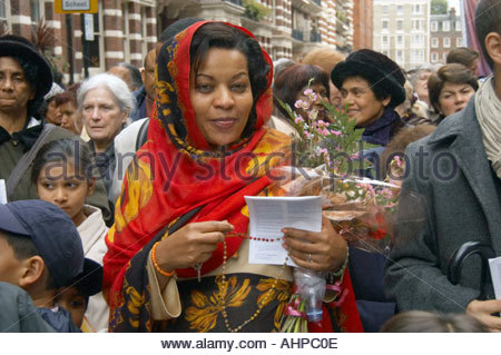 Catholic Rosary Crusade of Reparation procession from Westminster Cathedral to Brompton Oratory London UK 2004 - Stock Photo