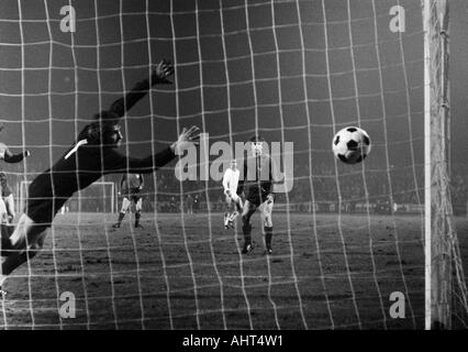 football, Bundesliga, 1970/1971, Niederrhein Stadium, Rot-Weiss Oberhausen versus Hanover 96 4:3, scene of the match, - Stock Photo