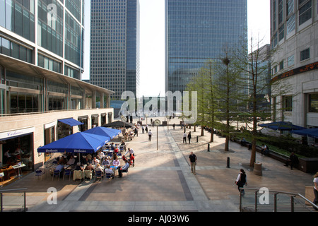 London office workers eating lunch in pavement cafe in London Docklands - Stock Photo