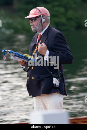 Umpire follows a race at the Henley Royal Regatta, England. 29 June, 2006 - Stock Photo