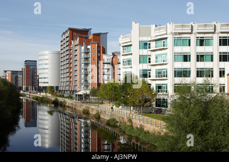 WATERSIDE OFFICE AND APARTMENT BUILDINGS LEEDS Stock Photo ...