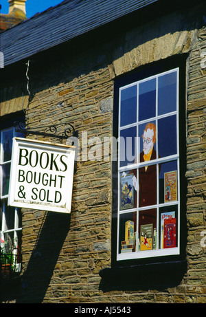 The outside of a bookshop on a sunny day in Hay on Wye - Stock Photo
