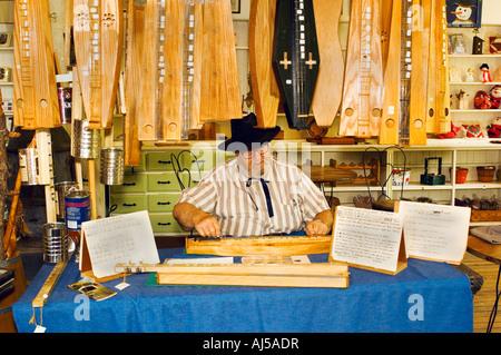 Craftsman making dulcimer Billie Creek Village Rockville IN - Stock Photo