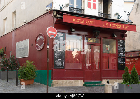 Le consulat restaurant in the montmartre paris france for Restaurant le miroir montmartre
