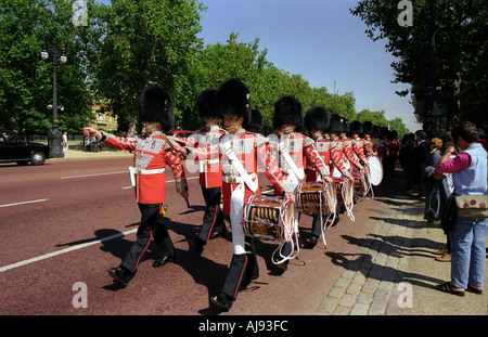 Coldstream Guards march along the Mall towards Buckingham Palace - Stock Photo