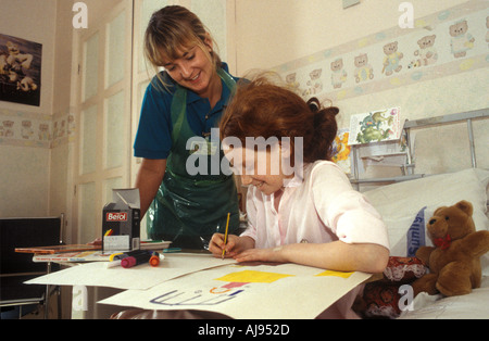 Nurse with child patient in hospital, London, UK. - Stock Photo