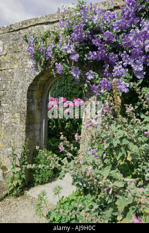 A garden in the cotswold village of Snowshill - Stock Photo