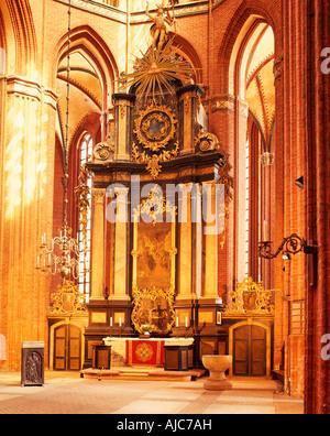 Nikolaikirche innen Hauptaltar Wismar   Nikolai church interior view main altar - Stock Photo