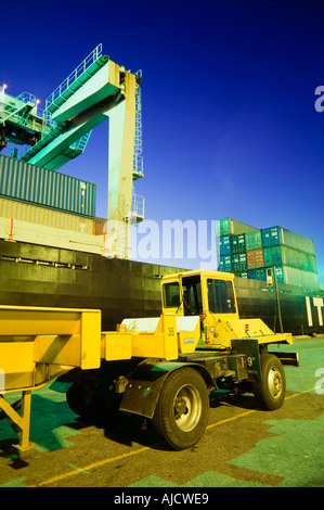 Container ship and container transport truck