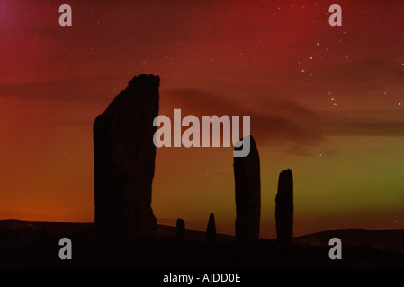 dh  RING OF BRODGAR ORKNEY Red Northern Lights Aurora Borealis and neolithic standing stone circle - Stock Photo